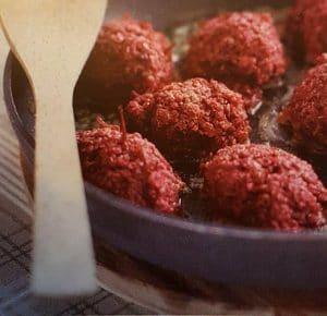 Quinua frikadeller med rødbeder og tang