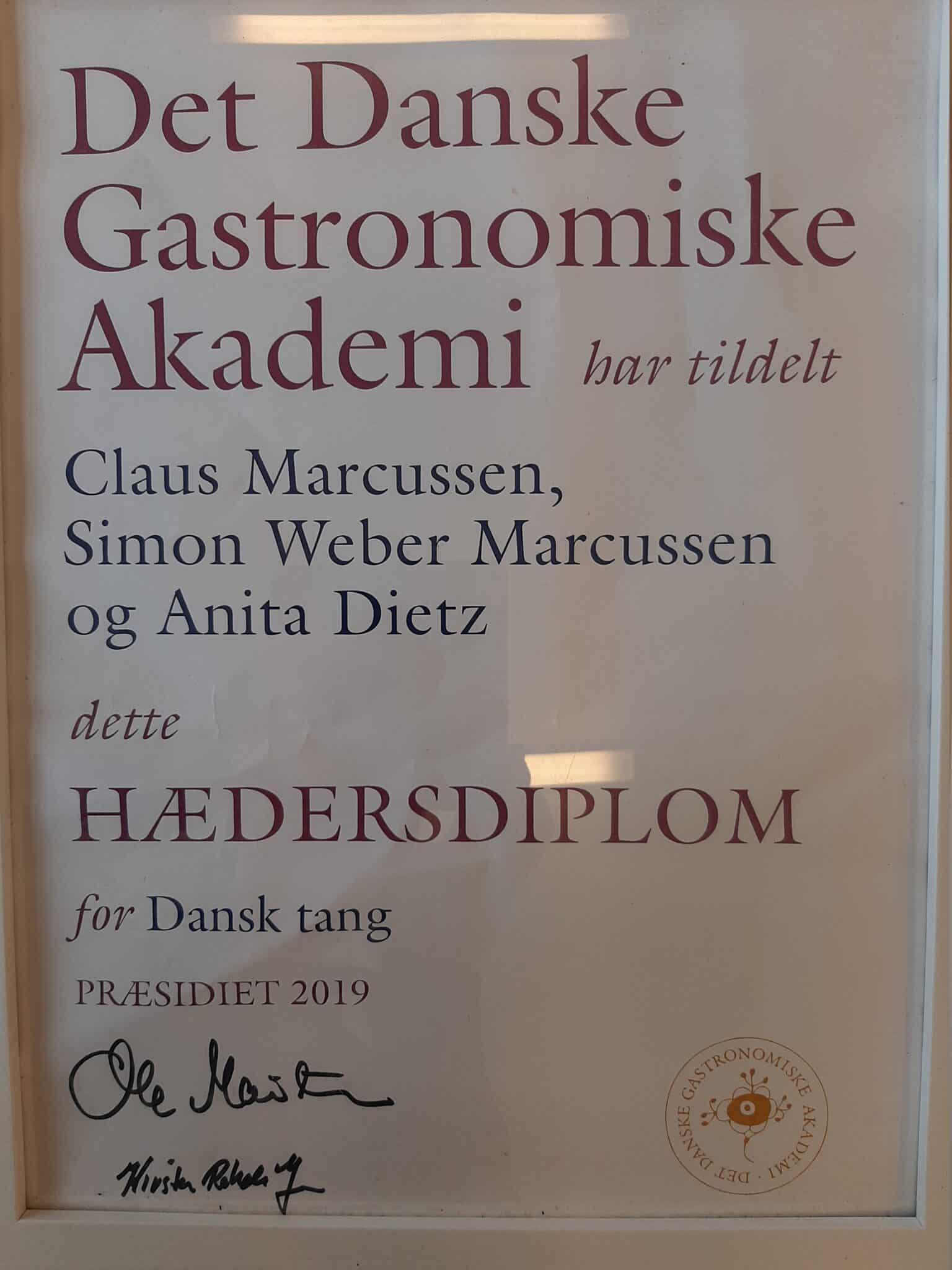 Dansk tang overrakt det danske gastronomiske hædersdiplom